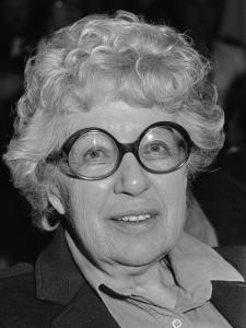 Simon Carmiggelt opent tentoonstelling over het oeuvre van Annie M.G. Schmidt in het Nederlands Theater Instituut in Amsterdam; portret Annie M.G. Schmidt *25 mei 1984